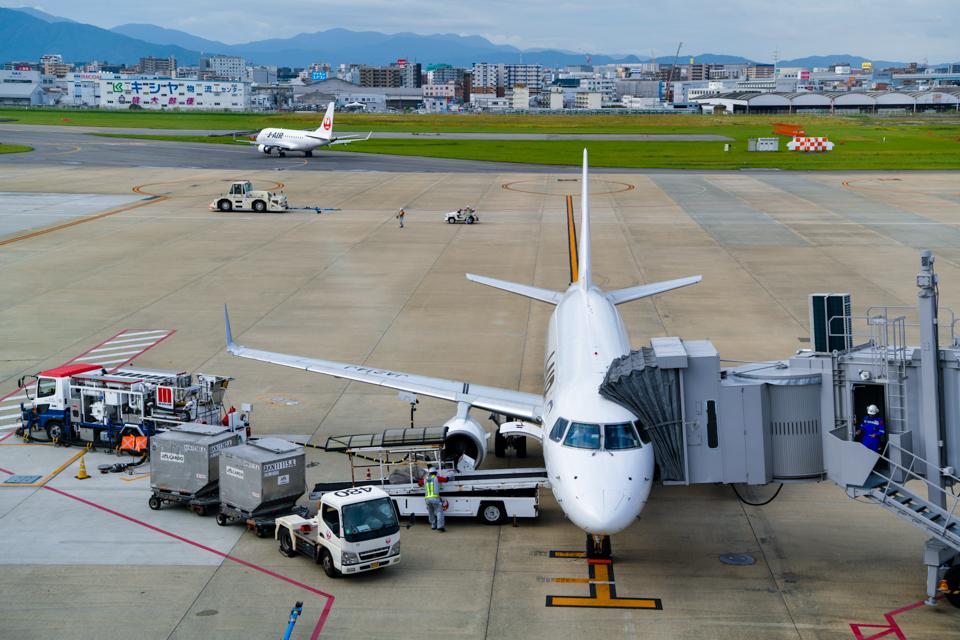 E170 福岡空港
