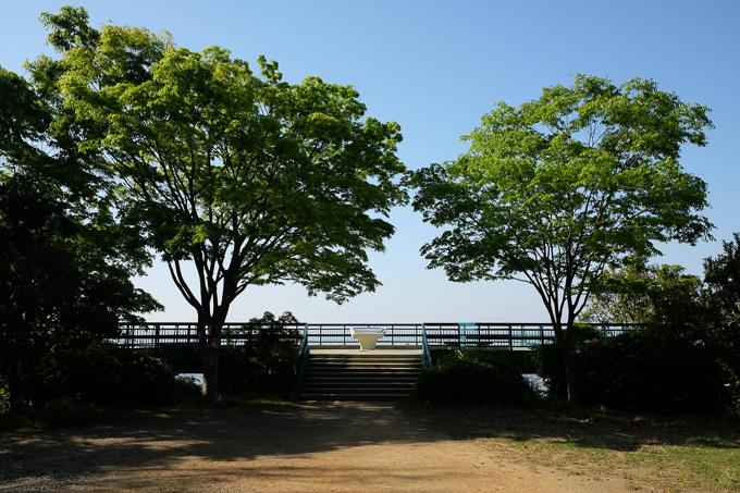 五月平展望台。ここから大阪平野が一望できる。今回写真撮影を行った五月平展望台下は、この展望台の左右の小道を下ってアクセスするが、結構急なので注意。