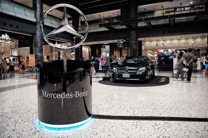グランフロント大阪にあるメルセデスベンツショールーム、Mercedes me。その店舗前イベントスペースで開催していたメルセデスベンツに触れるイベント。