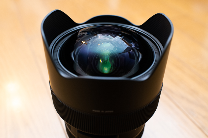 SIGMA 14-24mm F2.8 DG HSM | Artの最前面には大きな球面状レンズ
