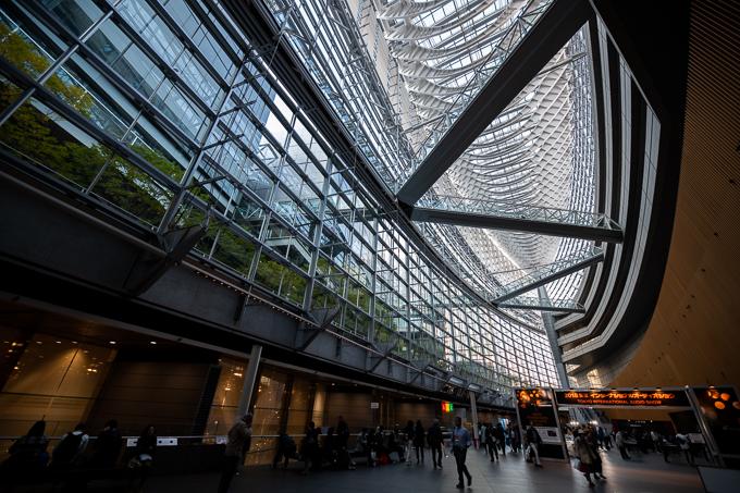 東京国際フォーラム地上階から上を見上げて撮影