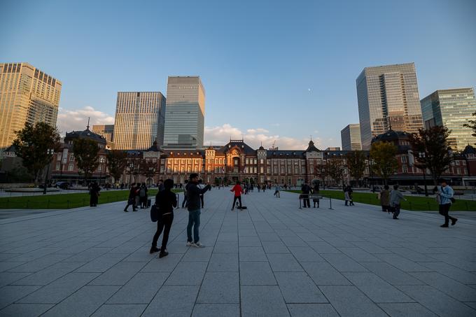東京駅。駅前の広場から撮影。