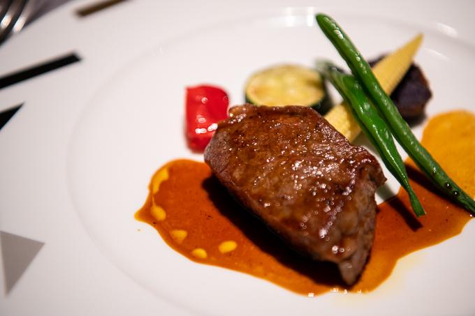 大阪マリオット都ホテルのレストランZK、メインディッシュのステーキ