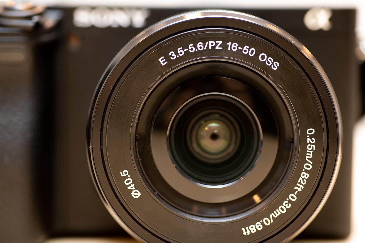α6400パワーズームレンズキット。E PZ 16-50mm F3.5-5.6 OSS。