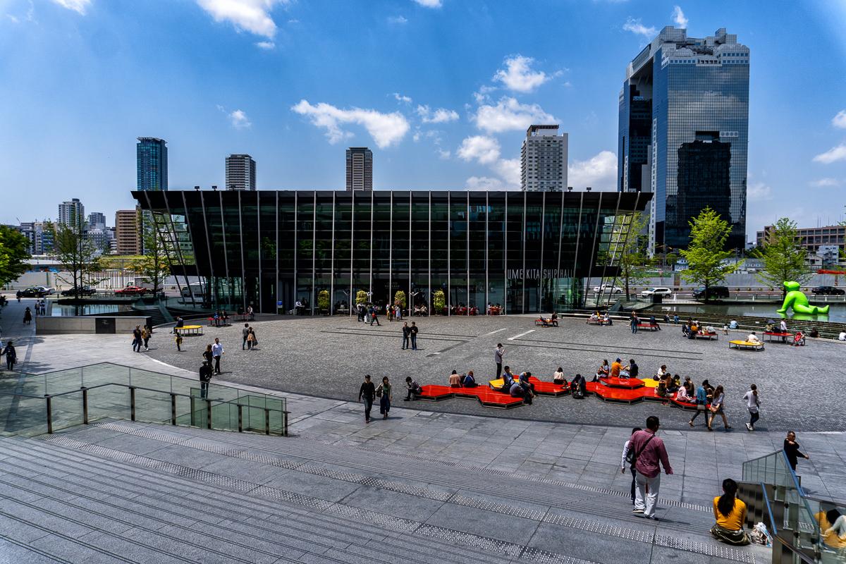 α6400+パワーズームレンズキット作例。グランフロント大阪の広場で撮影