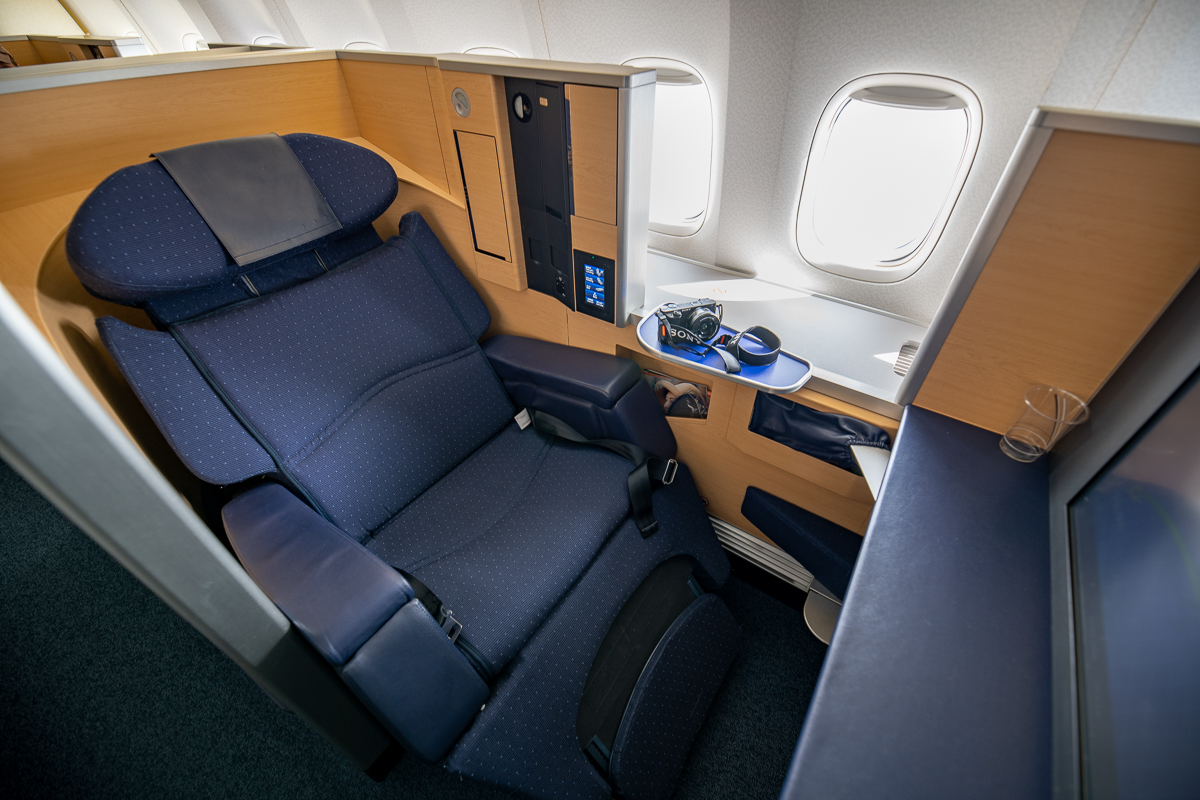 ANAファーストクラスシートをリラックスモードに設定。