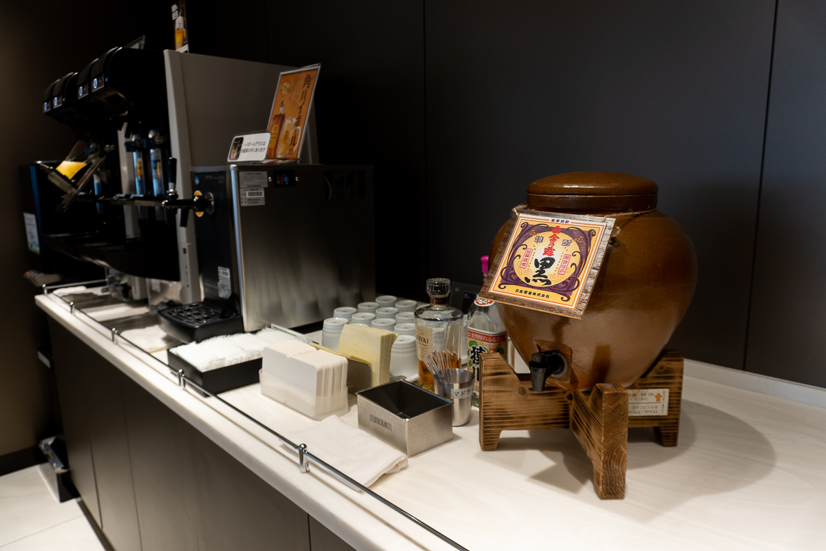 ANA LOUNGEにある焼酎とビールサーバー。